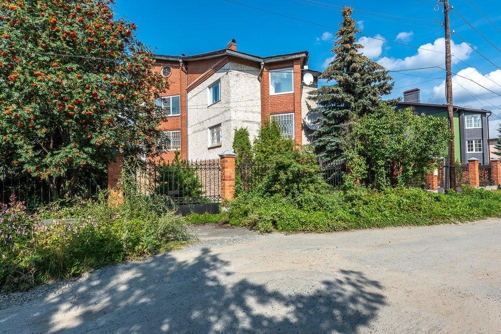 г. Среднеуральск, ул. Гагарина, 26 (городской округ Среднеуральск) - фото дома (1)