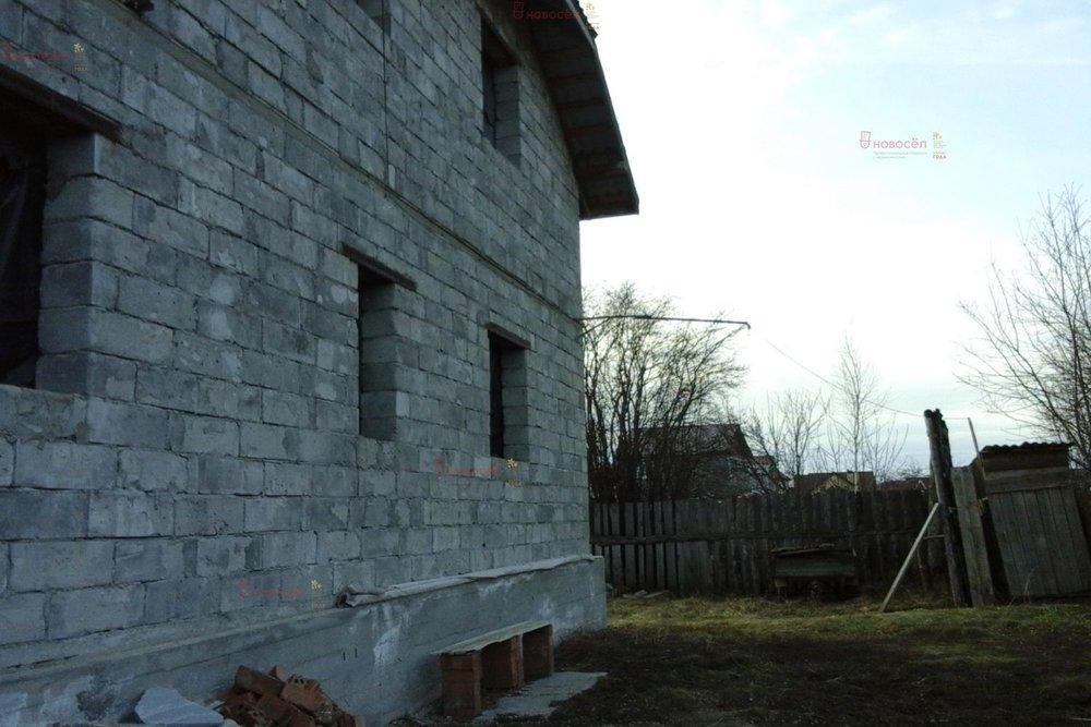 г. Арамиль, ул. Комсомольская, 20 (городской округ Арамильский) - фото коттеджа (1)