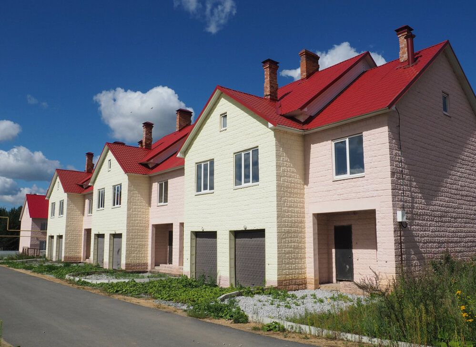 к.п. Снегири, д. 18 (городской округ Белоярский) - фото таунхауса (1)