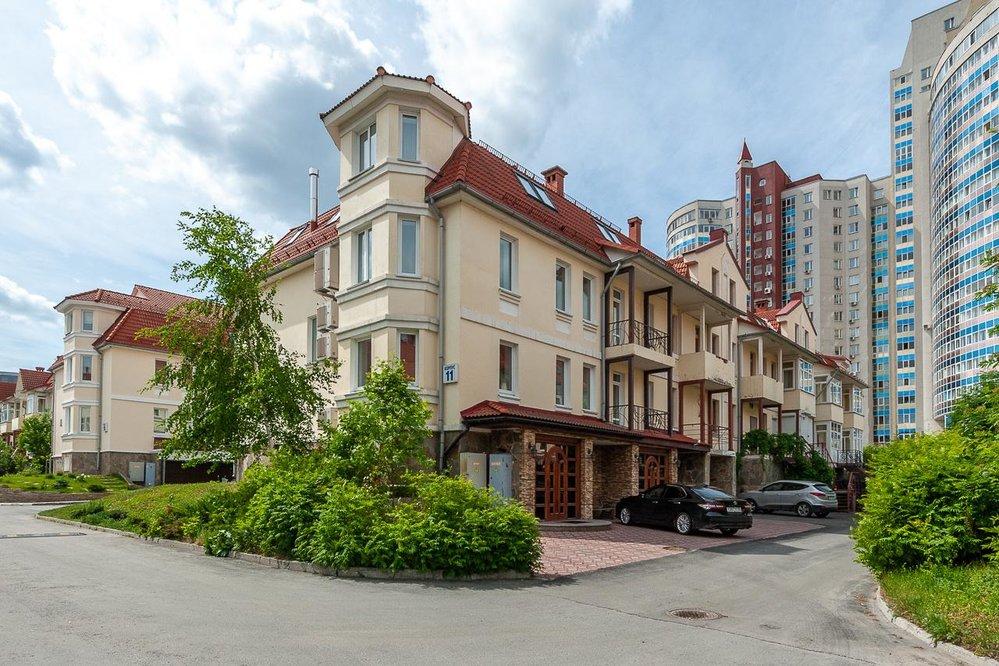 Екатеринбург, ул. Луначарского, 240 (Парковый) - фото таунхауса (1)